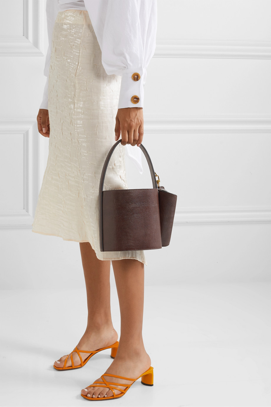 Must Have: This Under $400 Bucket Bag – Staud