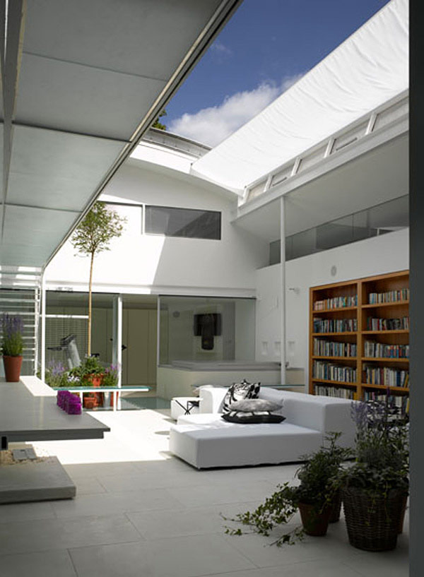 Carol m casa de cristal con piscina adentro y pasadizos for Modern house london