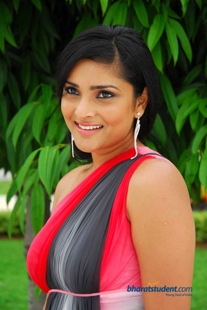 RAMYA on JumPic com