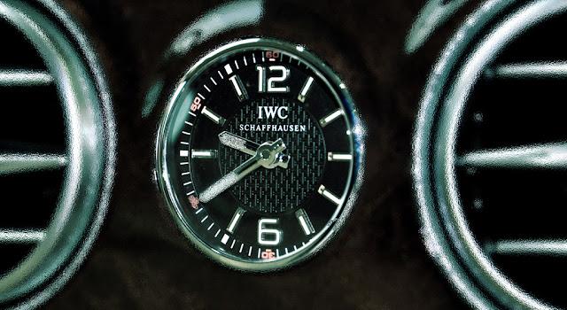 Bảng Taplo Mercedes Maybach S500 2017 trang bị đồng hồ thời gian IWC sang trọng
