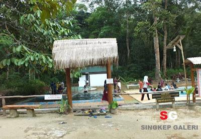 Wisata Pemandian Air Panas Dabo Singkep