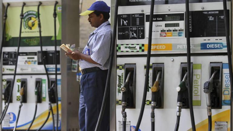 लगातार दूसरे दिन बढ़े पेट्रोल के दाम, डीजल भी हुआ महंगा
