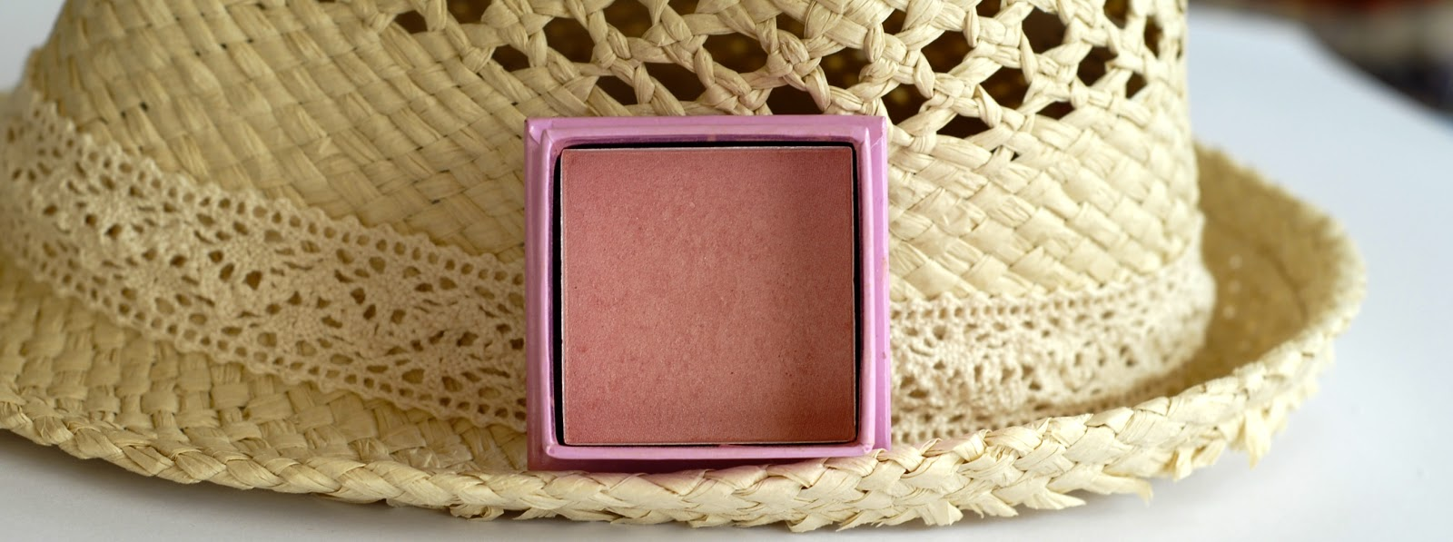 W7 Candy Floss Brightening Powder