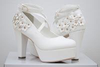 http://emiiichan.blogspot.com/2016/05/liz-lisa-3d-flower-pumps-in-white-tom.html