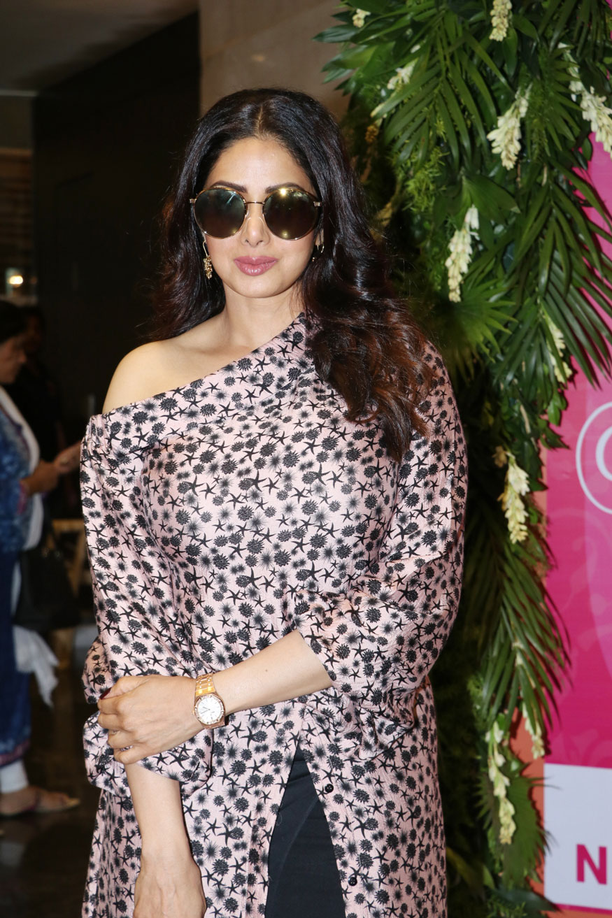 Sridevi at Mana Shetty's Charity Exhibition 'Araaish' at NSCI Worli
