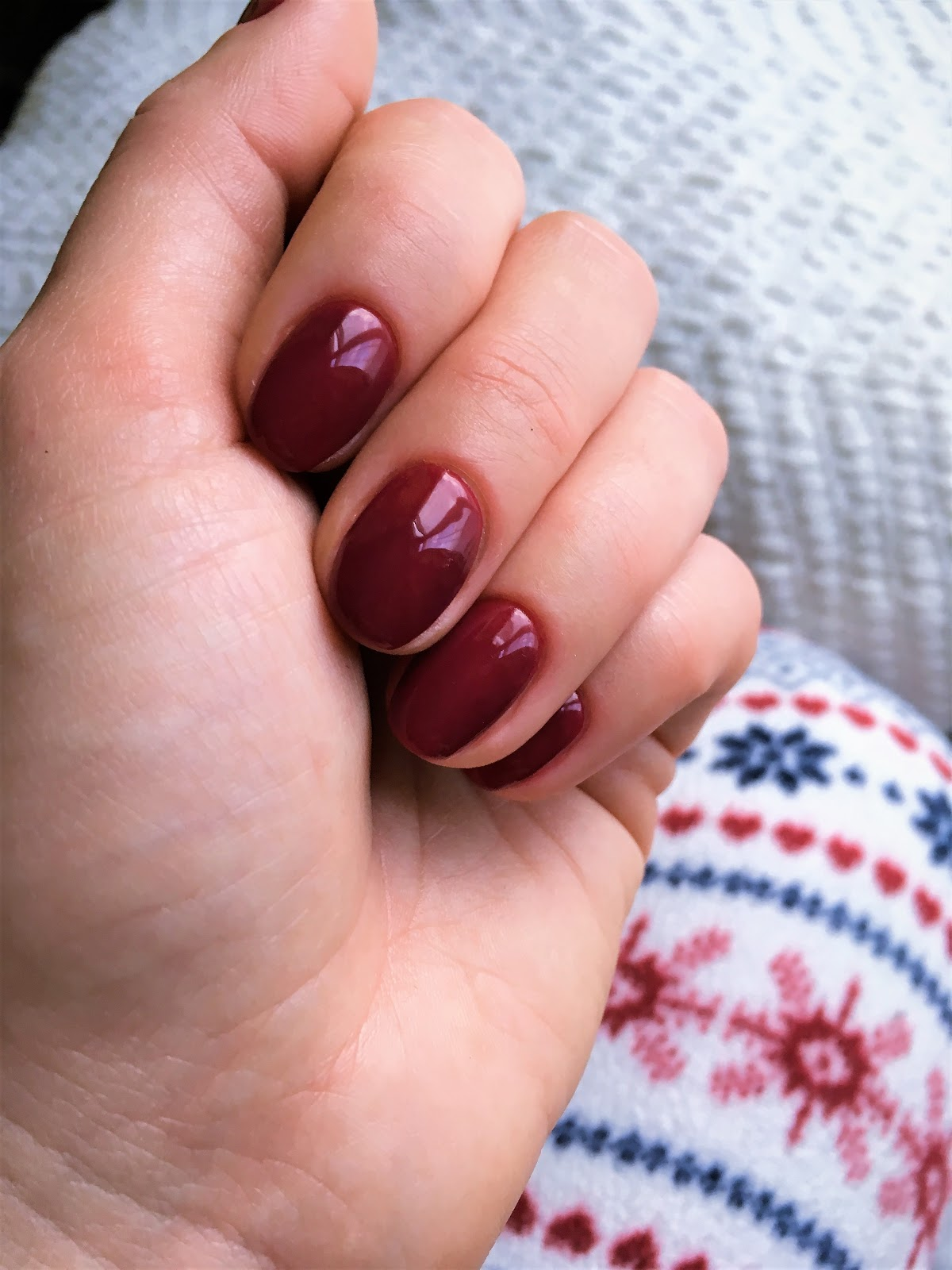 czerwień na paznokciach