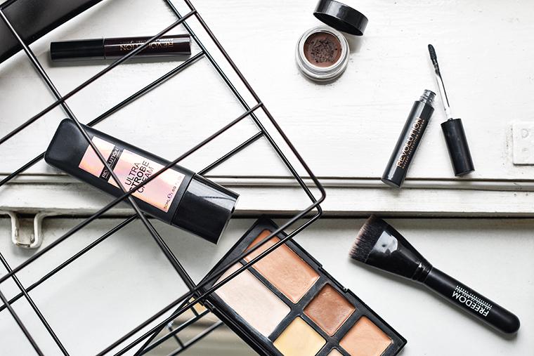 Dostala jsem totiž od Make-up Revolution a Freedom Make-up na otestování  několik produktů mého výběru a důkladně je testovala cca měsíc. 7d69a5b745