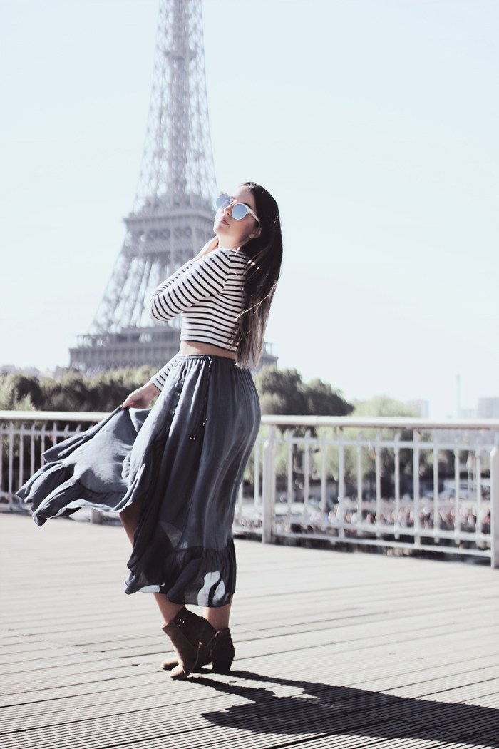 how to wear a midi skirt and a crop top outfit