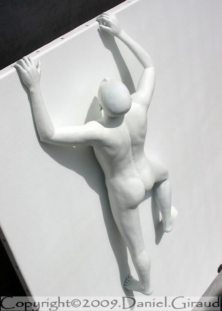 sculpture monochrome sur toile monochrome