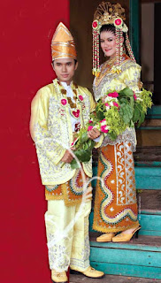 Gambar Pakaian Adat Pengantin Kalimantan Selatan
