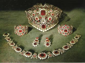 Marie Poutine S Jewels Amp Royals Bold Diamond Tiaras