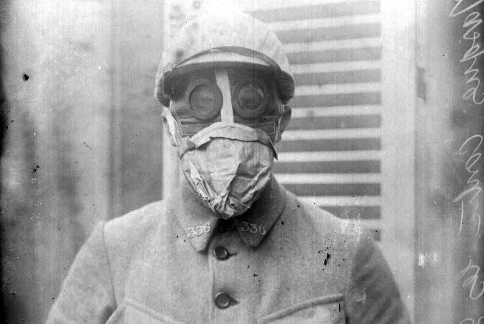French soldier in gas mask, 1916.