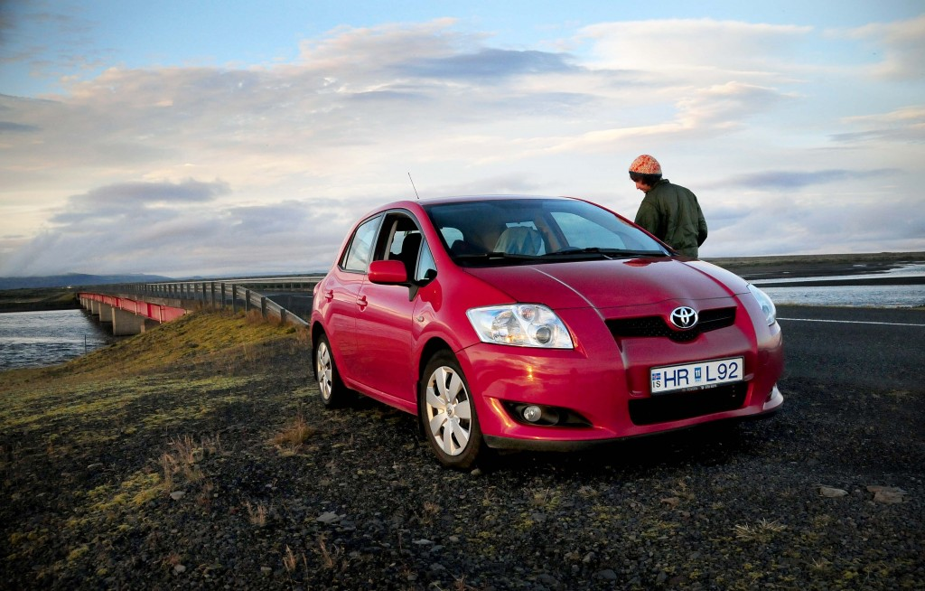 Iceland Travel And Info Guide : Rent A Car
