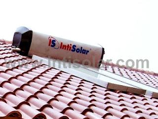 Pemanas air thernosiphon dipasang di atap rumah