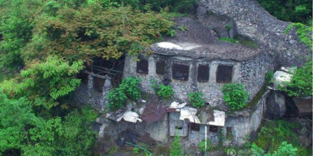 Mausoleum Batu yang dibuat oleh kakek Liang Fusheng