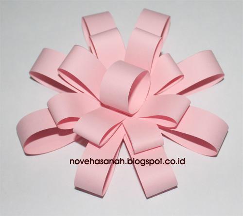 cara membuat bunga dari potongan kertas ini sangat mudah sehingga cocok untuk diajarkan pada anak-anak SD (sekolah dasar) 1