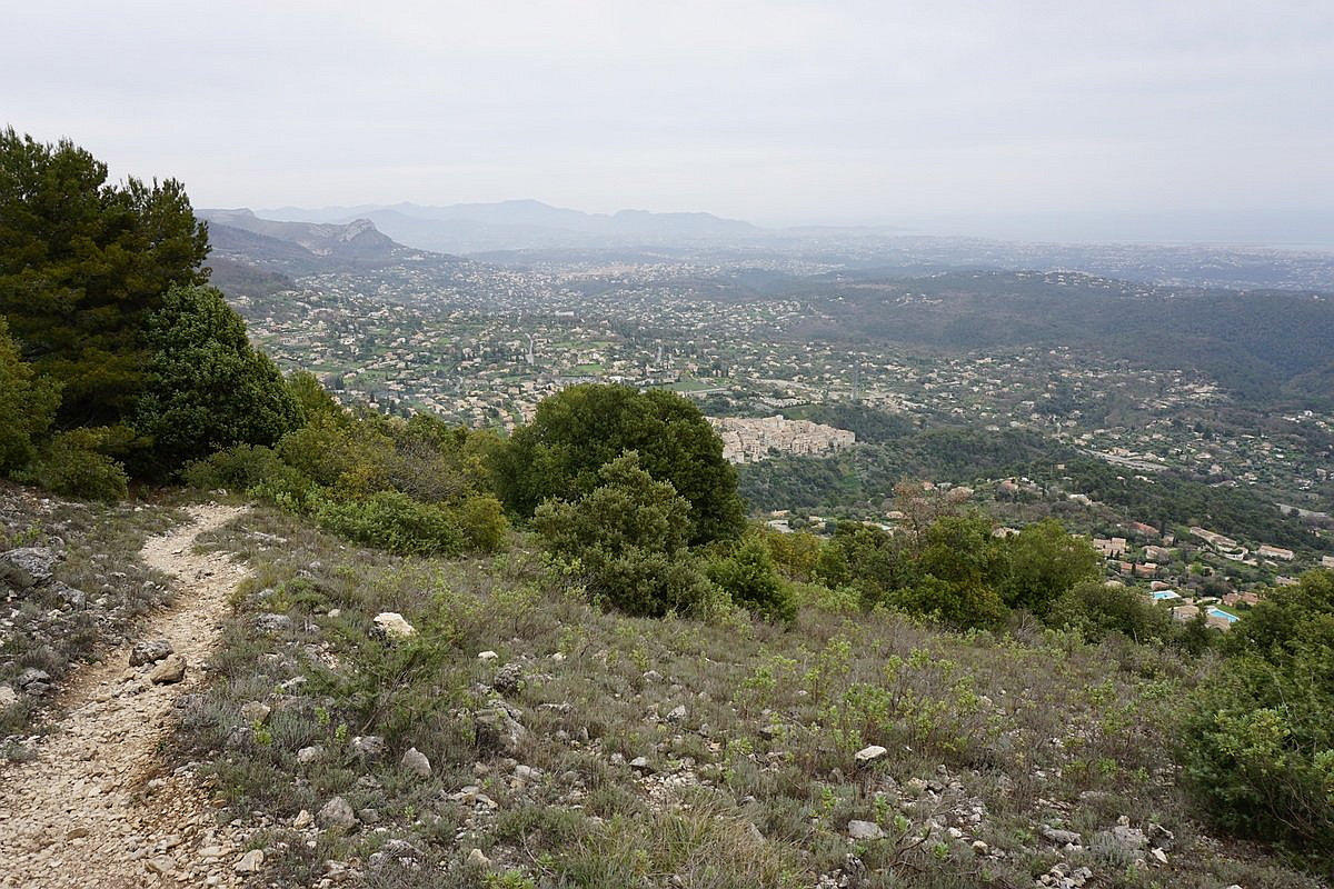 Two baous Tourrettes-sur-Loup and the trail