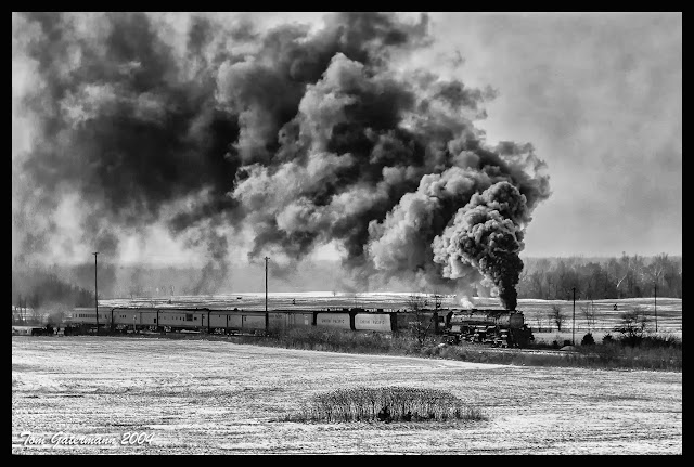 Union Pacific 3985's Superbowl XXXVIII Special fills the sky with smoke at Buffalo, KS.