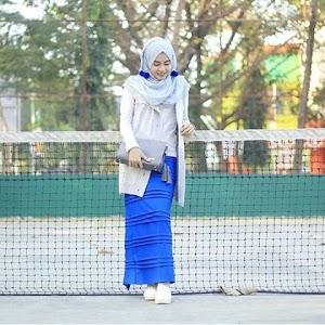 Padu Padan Baju Atasan untuk Rok Panjang Muslimah