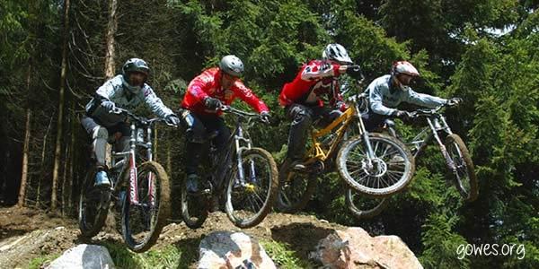 5 Aksesoris Sepeda yang Harus Dimiliki Pengguna Sepeda Gunung