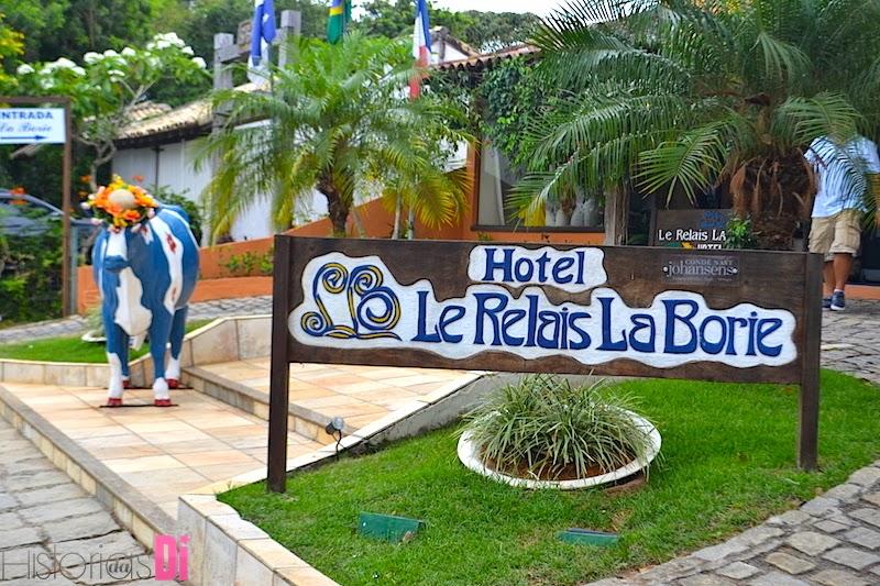 A fachada do hotel e sua mascote