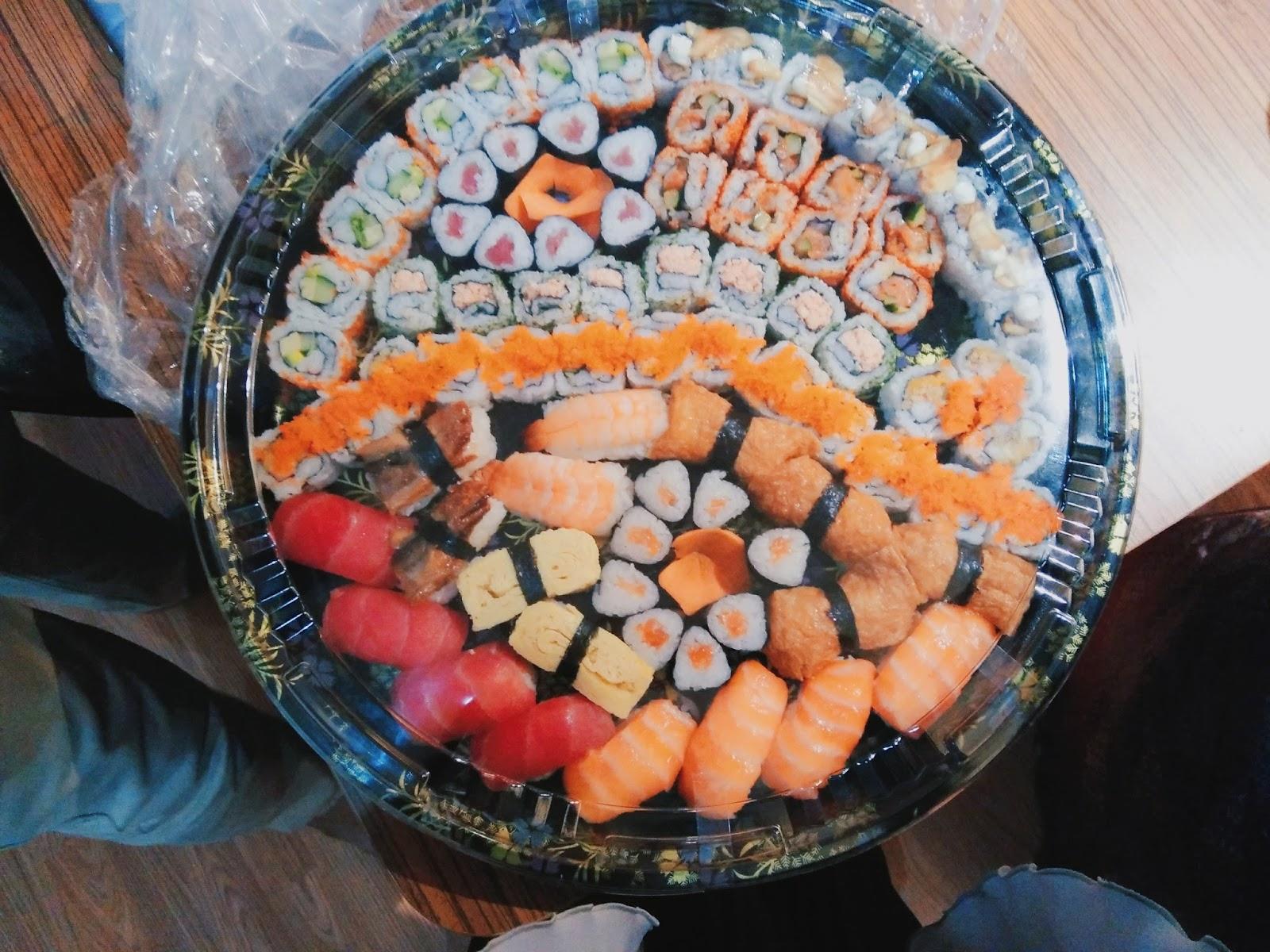 Allysa & Sushi : Sejarah Tak Perlu Berdarah - Sushi Kiosk