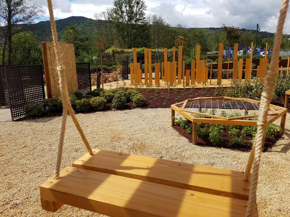 Representación de un parque infantil en el Festival de jardines en Allariz