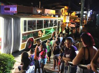 Ônibus iluminados circularam pelas ruas de Registro-SP