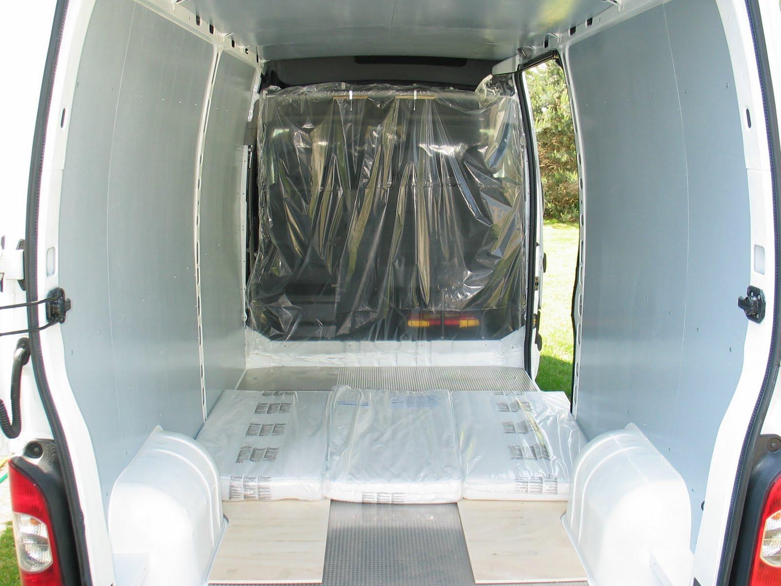 camping car dans un fourgon les meubles d montables. Black Bedroom Furniture Sets. Home Design Ideas