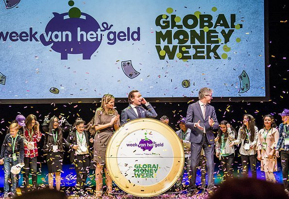 Queen Maxima attended opening events of the 8th National Money Week and the 7th edition of the Global Money week 2018. Queen Maxima wore Natan dress