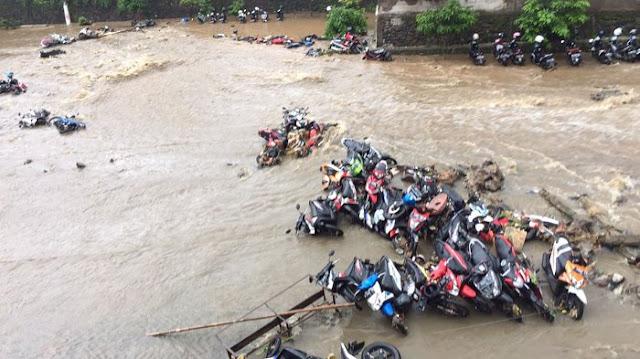 Tembok SMAN 2 Bogor Roboh, Kasiahan Ibu & Anak Menjadi Korbannya