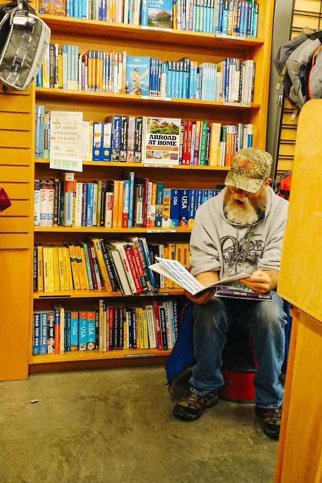 パウエルズ・シティ・オブ・ ブックス(Powell's City of Books)