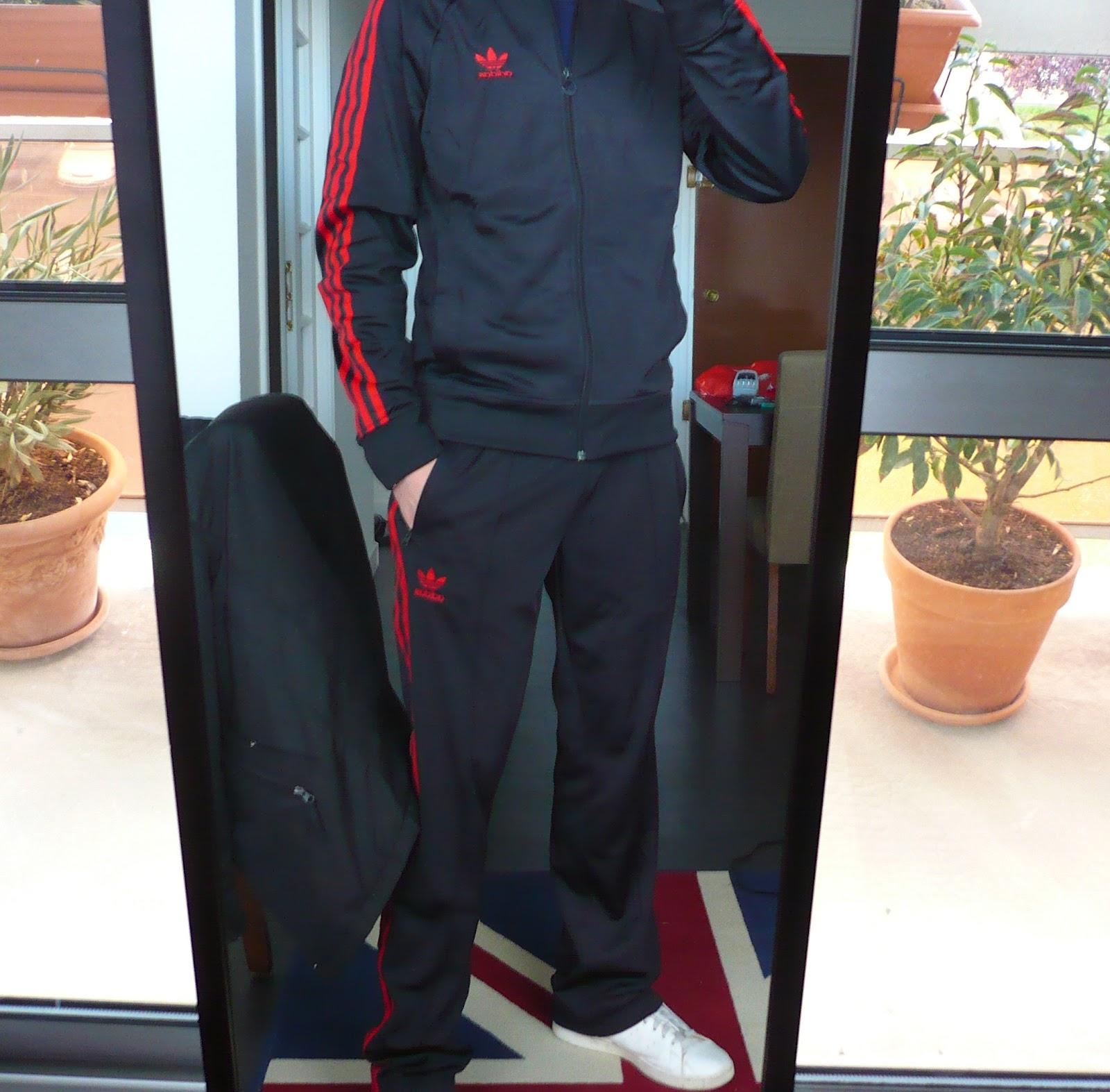 Les3bandes  Survêtement adidas Superstar noir à bandes rouges 2ab351d619f6