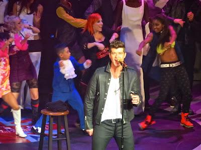 Robin Thicke performing at Macy's Glamorama