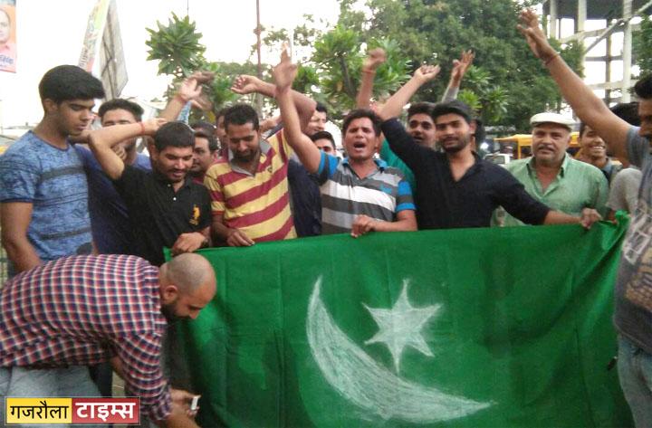 युवाओं ने किया आतंकवाद का विरोध
