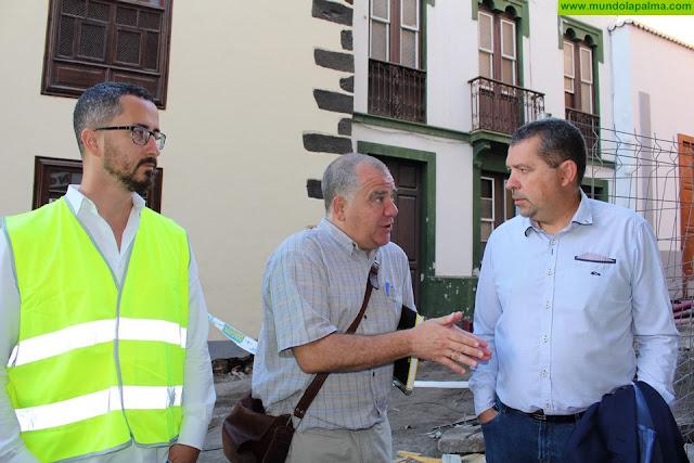 El alcalde, Juan José Cabrera, visita el estado de las obras de La Alameda