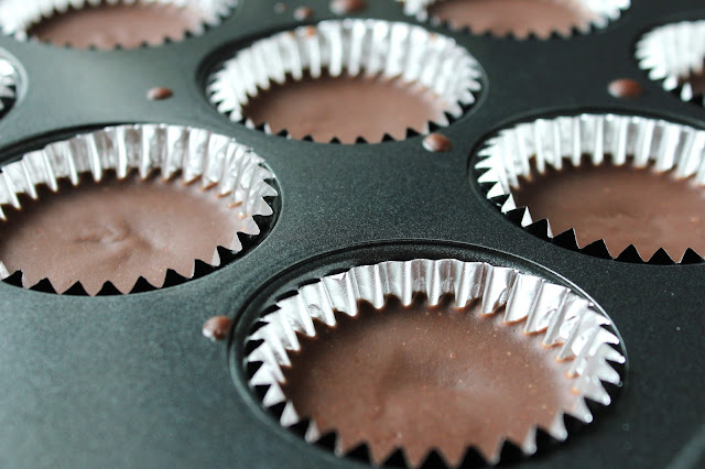 Healthy Peanut Butter Fudge Cups {Low-FODMAP, Vegan} / Delicious as it Looks