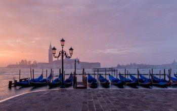 Wallpaper: Winter mornings in Venice