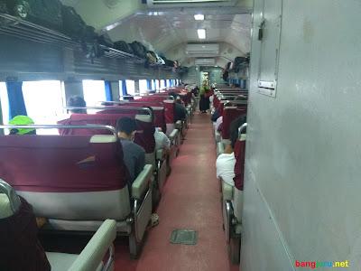 tempat duduk kereta api bisnis