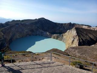 Danau Kalimutu Biru