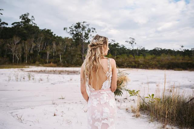 TERRI HANLON PHOTOGRAPHY SUNSHINE COAST WEDDINGS BRIDAL GOWN FLORALS BEACH