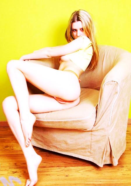 Эротические фото тут WWW.EROTICAXXX.RU - молодые и без трусиков (18+ эротика)