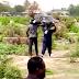 VÍDEO: Dupla invade funeral e 'rouba' corpo de caixão por causa de dívida de R$ 100, assista