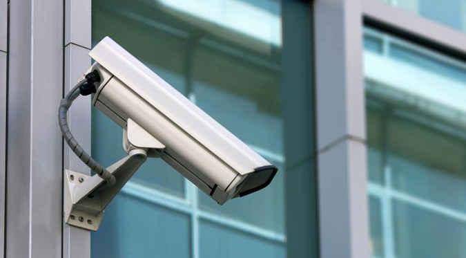 Pemerintah Kota (Pemkot) Ambon mengimbau pusat perbelanjaan untuk memasang kamera pengawas atau Closed Circuit Television (CCTV), guna memantau aktivitas masyarakat.