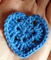 http://xuabe-xuabe.blogspot.com.es/2013/08/patron-corazon-granny-crochet.html