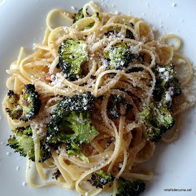Bròcoli rostit amb pasta i Grana Padano