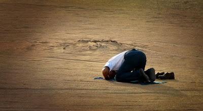 Gambar Berdoa Sujud Islami