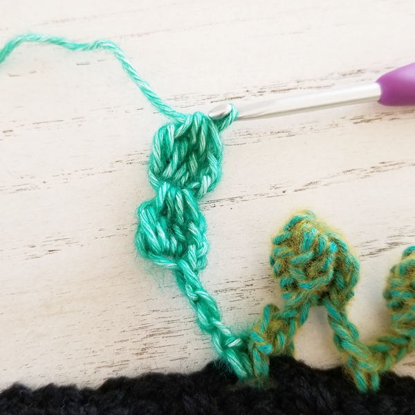 How to add a pom-pom edging in crochet {Tutorial} by Susan Carlson of Felted Button