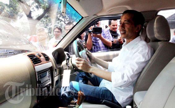 Jokowi: Jangan Dipikir Saya yang Buat Mobil Esemka