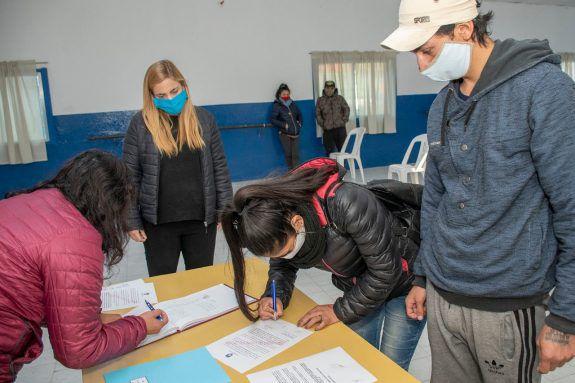Soria entregó 12 loteos sociales en Chacramonte
